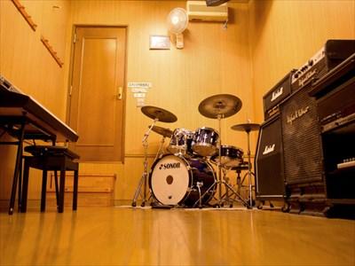多くの人が訪れる音楽スタジオ!〜使用するメリットとは?〜