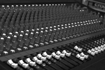 大阪の音楽スタジオ【MUSIC STUDIO NECO】でレコーディング!〜隠れ家的スタジオをお探しなら〜
