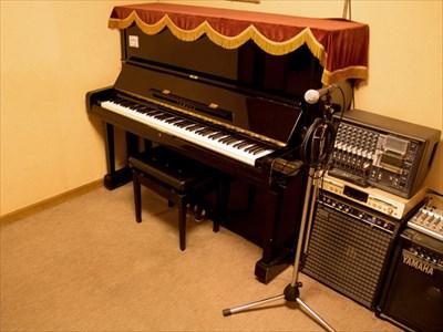 大阪でレコーディングならピアノを4台設置した【MUSIC STUDIO NECO】へ〜様々なジャンルの練習に利用可能〜